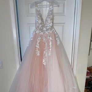 Ball gown / wedding dress